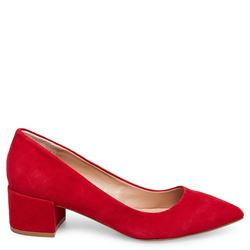 Red shoes executive Steve Madden