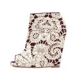 Só Collective Liam Fahy cream lace wedge