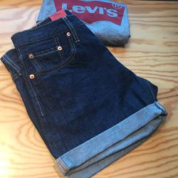 Jeans shorts in dark blue by Levis at Ingolstadt village