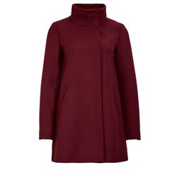 Coat in bordeaux