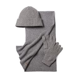Cashmere scarf and cap in grey by N.Peal at Ingolstadt Village