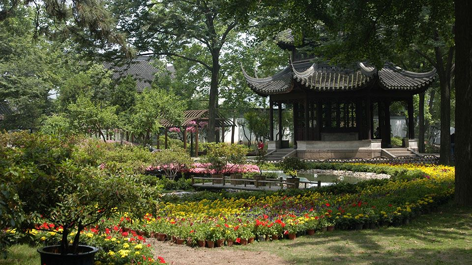 960x540-6-spring-is-in-bloom-master-of-the-nets-garden-suzhou-bicester-village.jpg