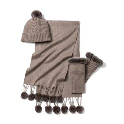 Scarf and cap in beige by N.Peal at Ingolstadt Village