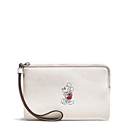 Clutch 'Mickey Leather Corner Zip' in Weiß von Coach in Wertheim Village