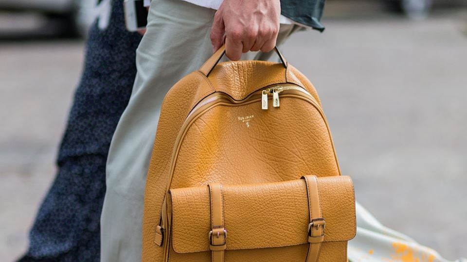 2000x700_6_Men's-Holiday-Essentials_The-Backpack_Ingolstadt-Village.jpg